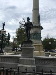 statues1